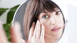 7 Cara Menyamarkan Kerutan di Bawah Mata