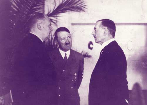 Adolf Hitler Neville Chamberlain conversation black and white at www.servetolead.org