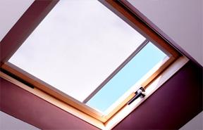 store pour fenetre de toit sur mesure