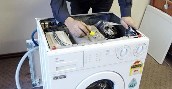 gambar teknisi mesin cuci
