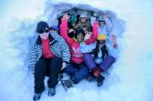 Todos apelotonados dentro de nuestra cueva de hielo. No hacía tanto frío como podía parecer.