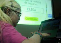 Elisa creando su perfil de usuaria del programa Mekanta.