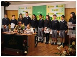 Cami junto al Delegado Territorial, D. Ignacio escanero, y los ganadores del Concurso Escolar, alumnos del Liceo Europa.