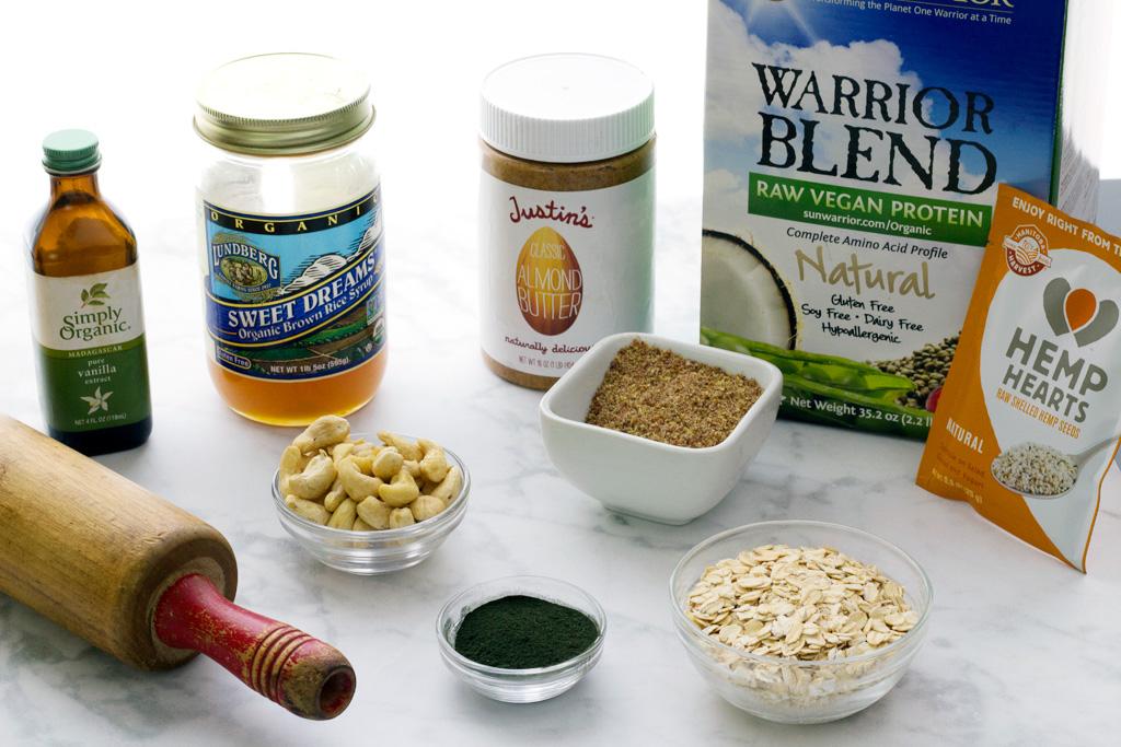 vegan protein bars with cashews and spirulina ingredients