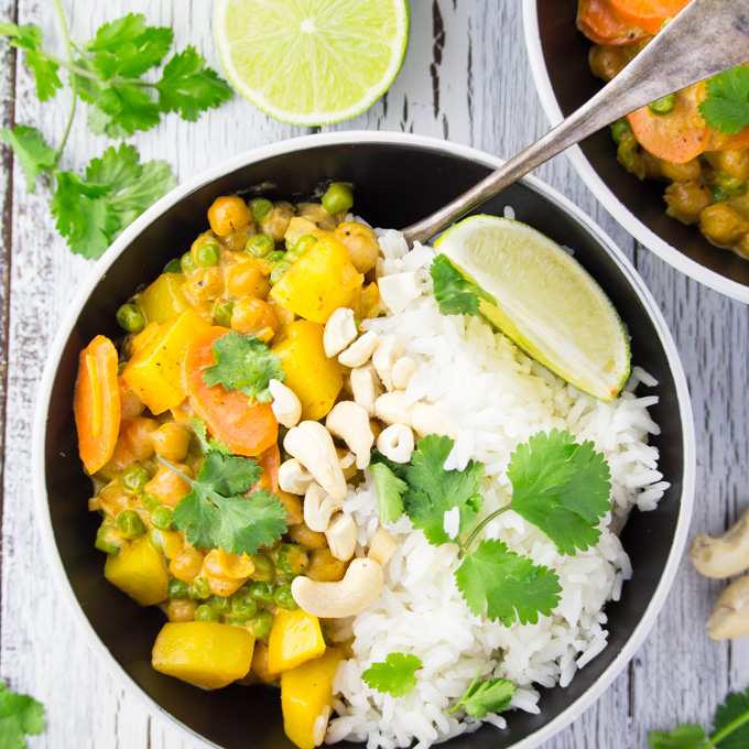 Easy-Vegan-Chickpea-Curry-with-Potatoes-9