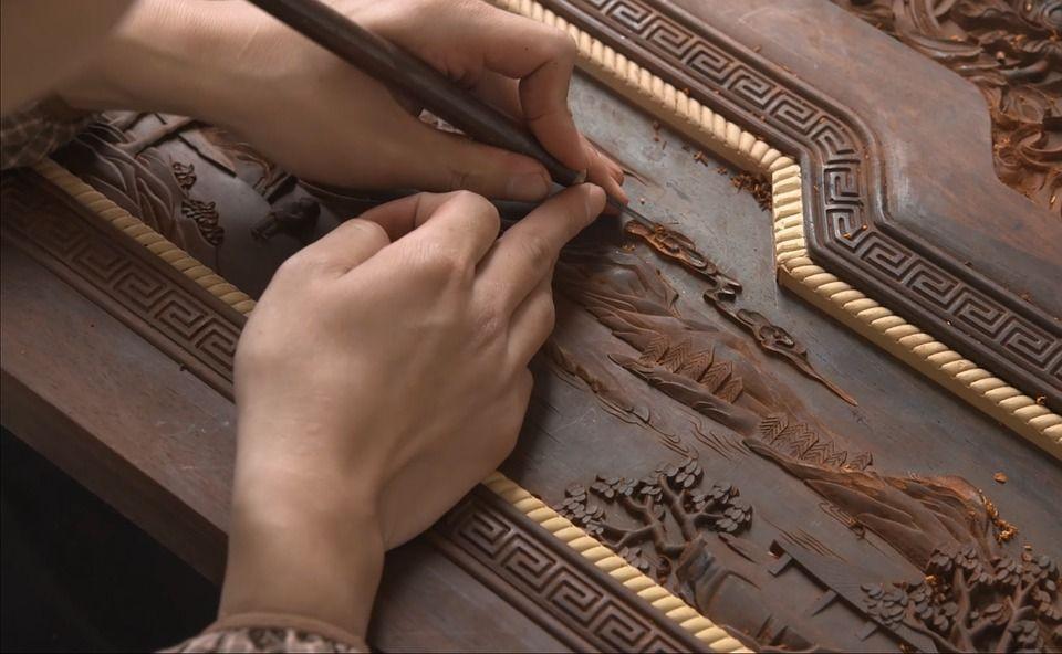 Les meubles en bois de santal émanent leur parfum pendant des années