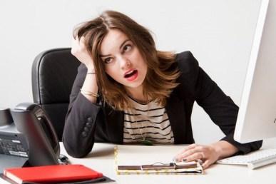 donna al lavoro Stress da lavoro: fenomeno in aumento