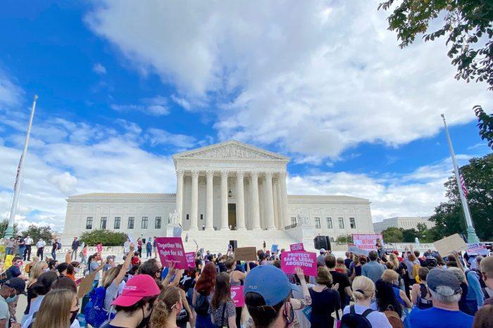 Anayasa Mahkemesi'ne Barrett'ın Atanma Süreci Hızla İlerliyor