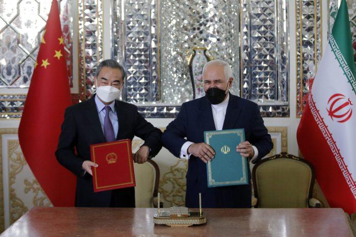 Washington'un Çin'in Yaptırım Misillemesine ve İran'la Anlaşmasına Tepkisi
