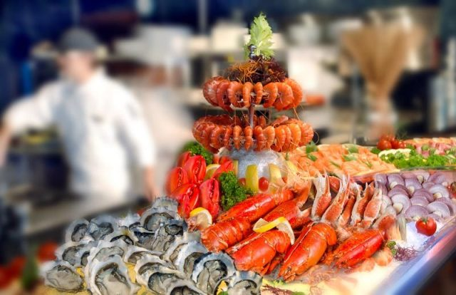 M Hotel Cafe 2000 seafood combine 5 Sep 800x518 10 Hotels In Singapore With Special National Day 2018 Dining & Staycation Promos