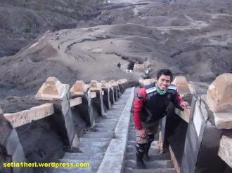naik tangga