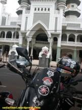 depan masjid alun2 malang