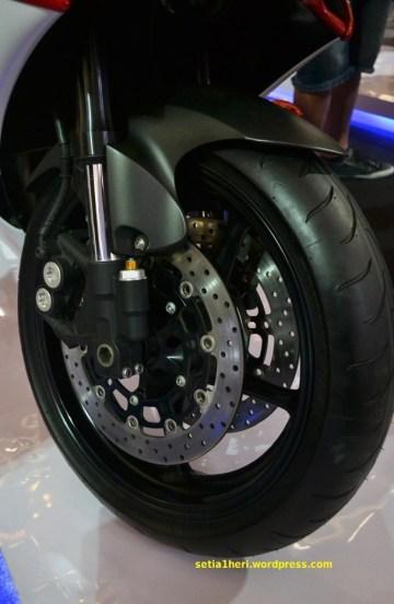 ban depan Yamaha YZF-R6