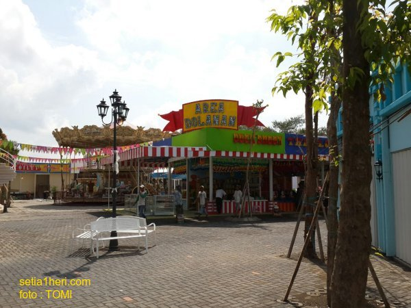 Ini gambar detail Suroboyo Carnival Night Market yang soft