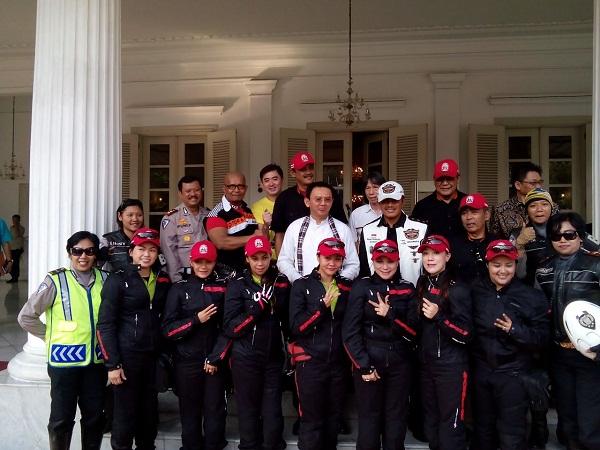Gubernur DKI Jakarta Bapak Basuki Tjahaja Purnama berkenan hadir dalam pelepasan touring 7 Srikandi Women on Wheels Indonesia dari Jakarta ke Lombok