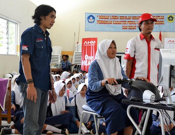 Peringatan Hari Buku Nasional oleh AHM dan Sahabat Satu Hati tahun 2015 (1)