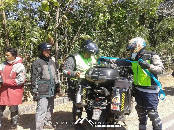 HRW patah di Bajaj Pulsar 220 kala turing di lombok