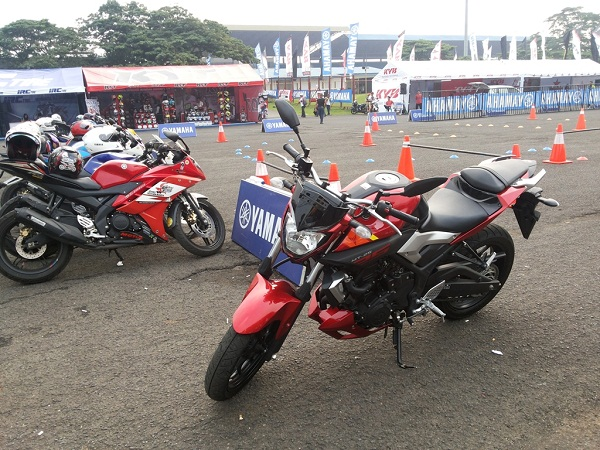MT-25 di arena test ride Yamaha Sunday Race with R Cup Series (4)