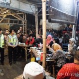 cangkruk bareng kapolda jatim anton setiadji dan kapolresta surabaya yan fitri di angkringan mbah cokro november 2015 (3)