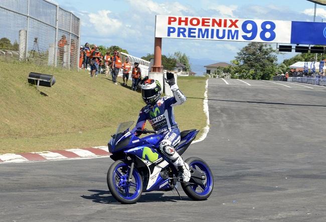 Jorge Lorenzo mengendarai Yamaha R15 di Ramona Circuit Philipine 30 januari 2016