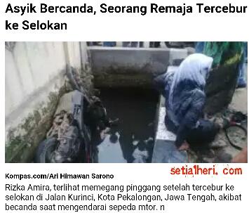 Rizka Almira (17), siswi kelas XI SMKN 1 Kota Pekalongan, Jawa Tengah masuk got akibat bercanda diatas motor Honda Vario