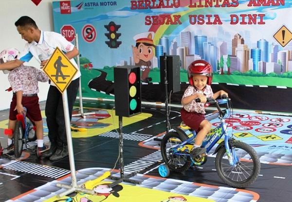 Safety Riding Centre Astra Motor Jogjakarta sedang dikunjungi wisawatan (1)