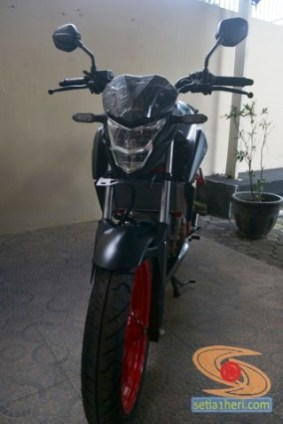 Honda All New CB150R warna livery hitam dan merah (1)