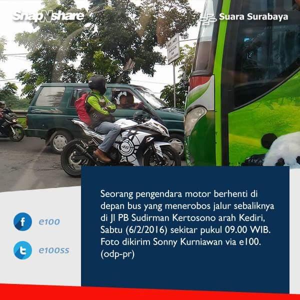 aksi berani biker ninja hadang bus restu di kertosono tanggal 6 Pebruari 2016 via snapnshare e100