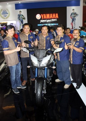 Management PT Yamaha Indonesia Motor Manufacturing (YIMM) dalam peluncuran MT-09 Tracer di event Indonesia International Motor Show (IIMS) 2016