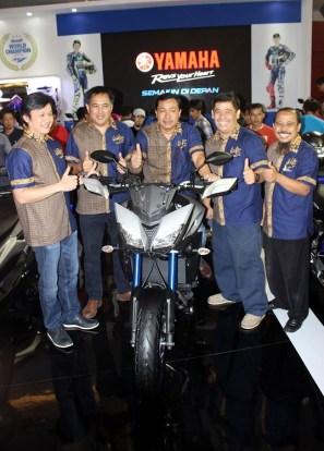 Management PT Yamaha Indonesia Motor Manufacturing (YIMM) dalam peluncuran MT-09 Tracer di event Indonesia International Motor Show (IIMS) 2016