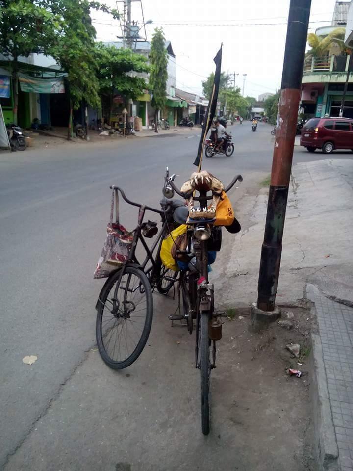 gowes sepeda tua dari Tuban menuju Bandung dalam rangka kongres sepeda tua tahun 2016~02