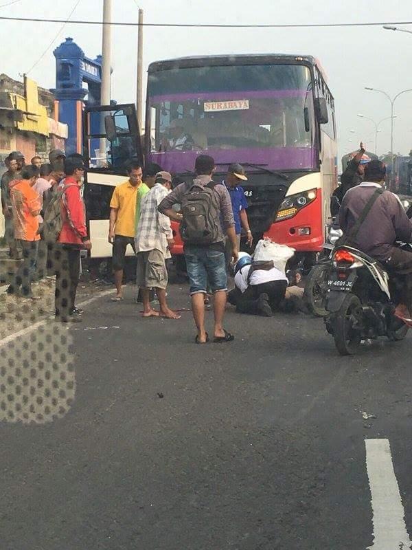 ilustrasi kecelakaan bus karena sopir melawan arus di duduk sampeyan Gresik Jawa timur