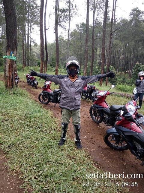 offroad dengan Honda Supra GTR 150 di Cikole, Jawa Barat