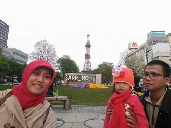 Erni liburan di Kota Sapporo, Hokkaido, Jepang Mei 2016