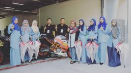 umbrell girls muslimah di balapan malaysia tahun 2016 (1)