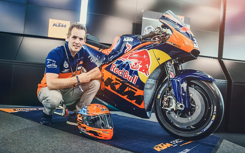 mika-kallio-with-the-ktm-rc16