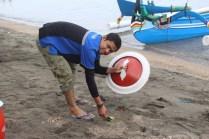 blogger-jatimotoblog-bersih2-pantai-pasir-putih-situbondo-bersama-mpm-honda-jatim-tahun-2016-7