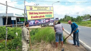 kampanye-keselamatan-berkendara-yang-uni-dan-kocak-dari-polres-sambas-kalimantan-barat-tahun-2016-7