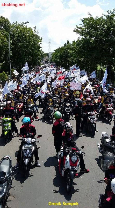 demo-buruh-tuntut-umk-jawa-timur-tahun-2017