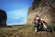 tersemai-cinta-diatas-sadel-motor-trail-yang-indah-1