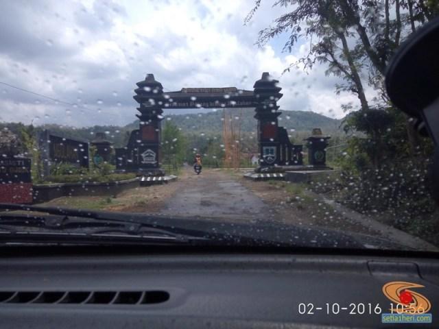 cara-menghilangkan-kaca-mobil-depan-berkabut-dan-berembun-saat-hujan