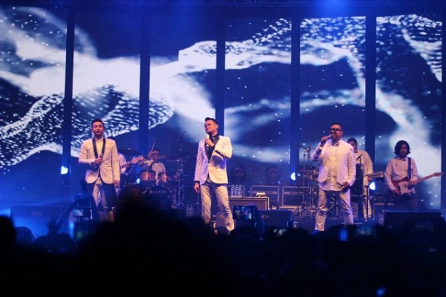 konser kahitna di surabaya tahun 2017