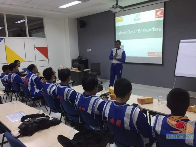 pelatihan safety riding blogger jatimotoblog 2017 di MPM learning centre (2)