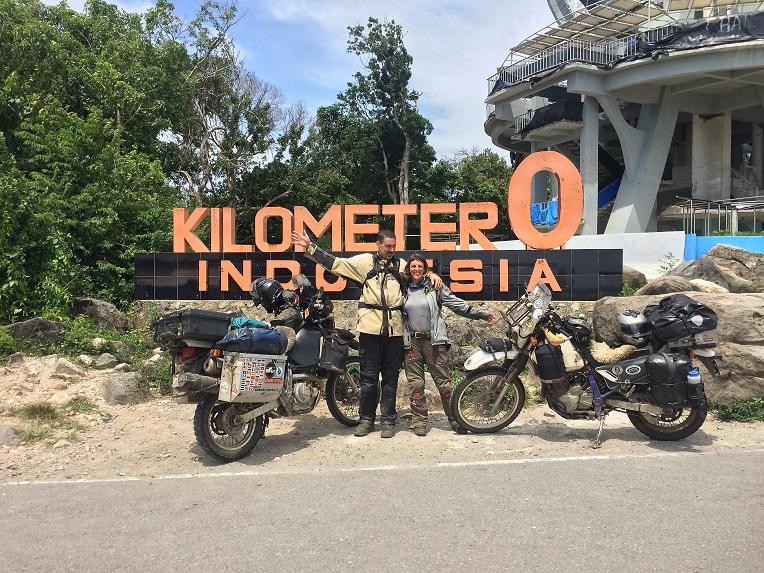 Mike Mills dan Shannon Mills naik Suzuki DR650 keliling dunia sejak 2014 mampir titik nol indonesia tahun 2017