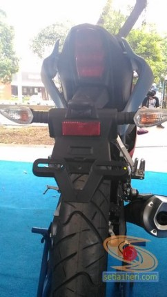 gambar detail all new yamaha r15 v3 tahun 2017 warna merah (12)