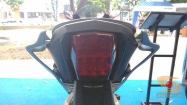gambar detail all new yamaha r15 v3 tahun 2017 warna merah (13)