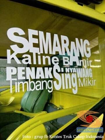 Tulisan stiker kreatif di kaca samping truk gans...bikin senyum2 sendiri...hehehe