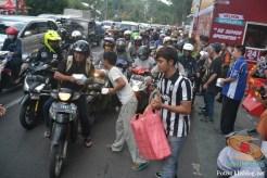 yamaha jatim bagi takjil bersama polantas surabaya dan biker yamaha aerox tahun 2017 (4)