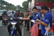 yamaha jatim bagi takjil bersama polantas surabaya dan biker yamaha aerox tahun 2017 (7)