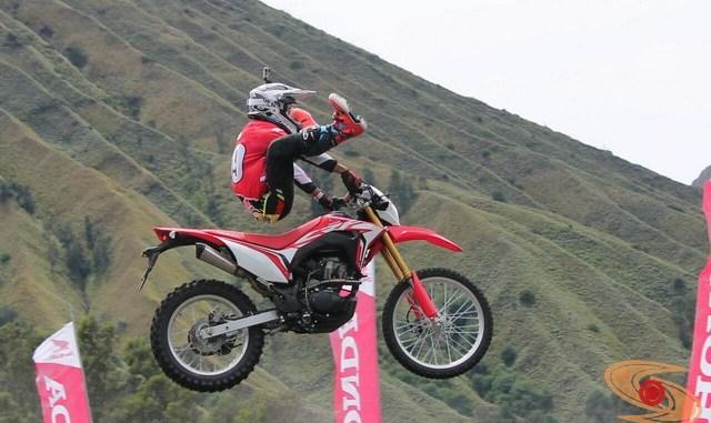 Motor trail Honda CRF150L resmi di launching di Gunung Bromo, Jawa Timur...Harga sekitar 32 jetian brosis (2)